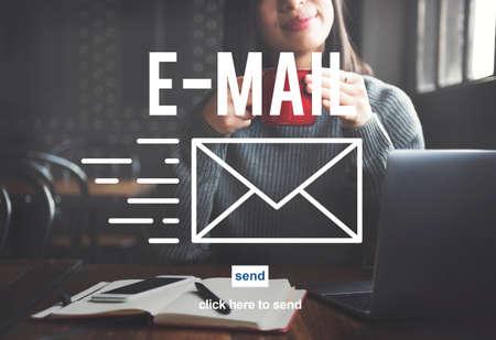 correspondencia: Correspondencia por correo electr�nico envelpoe Mensaje Enviar Concept