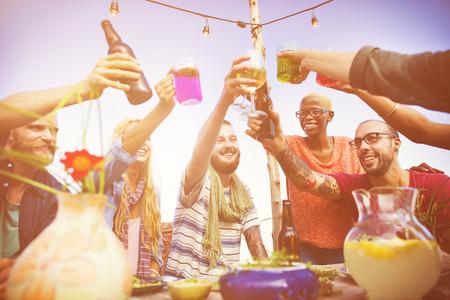 Concetto di celebrazione del partito di pranzo di estate della spiaggia