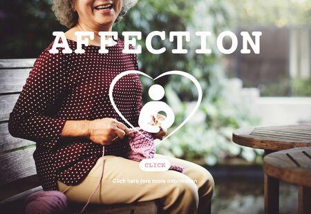 carino: Cuidado afecto concepto de amor de la familia del ni�o
