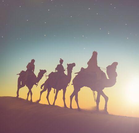 reyes magos: Concepto Tres Magos camellos del desierto Foto de archivo