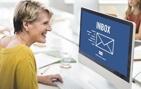 correspondencia: Correspondencia por correo electrónico envelpoe Buzón de mensaje Concept
