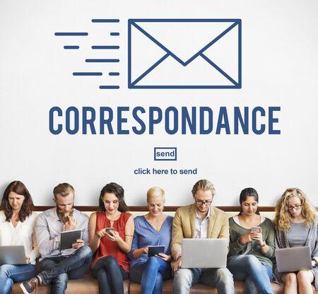 correspondencia: Concepto de mensajería en línea correspondencia por correo electrónico de conexión