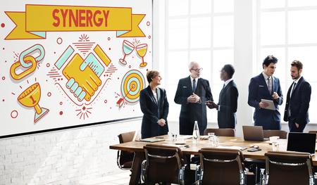 sinergia: La sinergia de colaboración concepto cooperación trabajo en equipo
