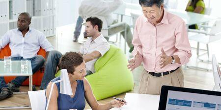 Geschäftsleute, die Team Teamwork Support Concept treffen