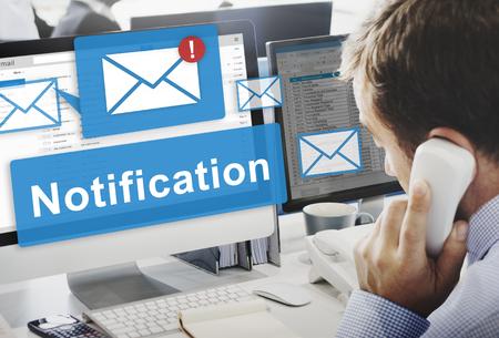 alerta: Concepto de notificaci�n de alerta Icono de Internet de la Red Digital