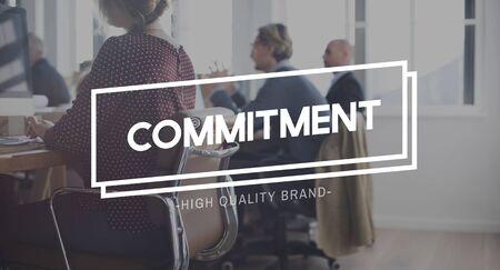 commitment: Concepto de Cumplimiento compromiso promesa de confianza Obligaci�n Foto de archivo