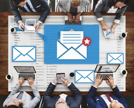 correspondence: Concepto mensaje de texto en línea para chatear Social