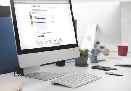 Póngase en contacto con nosotros Página Web Concepto forma digital