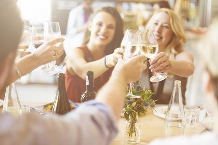 Saludos amigos Partido Disfrutando del concepto del alimento