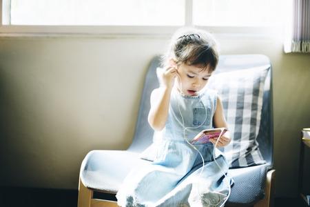 hijos: Concepto descendencia del ni�o Adolescene Alegre Happy Girl