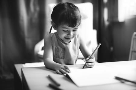 offspring: Concepto descendencia del niño Adolescene Alegre Happy Girl