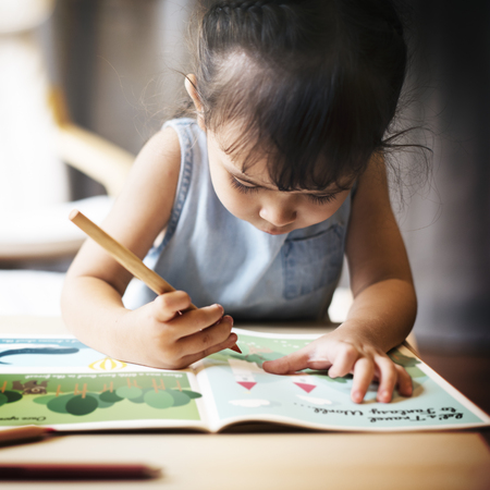 hijos: Offspring Toddler Adolescene Cheerful Girl Happy Concept