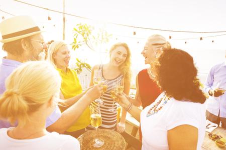 bebiendo vino: Placer Food Beverage partido de la ocasión Vino