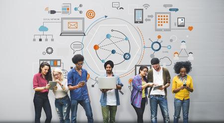 Informations sur le périphérique Global Communication numérique Concept Banque d'images