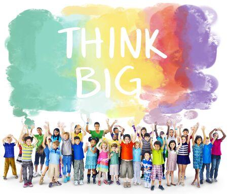 optimismo: Piense actitud grande inspiración creativa Concepto optimismo