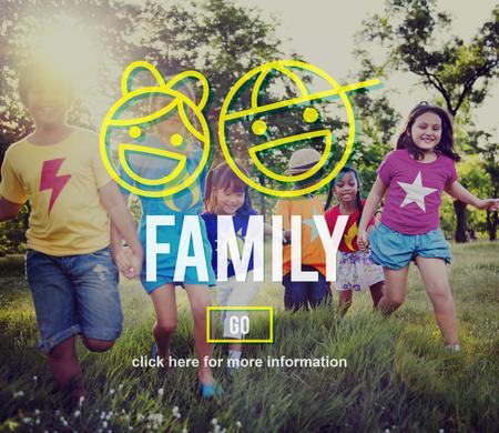 hijos: Los padres de familia de hermanos Offspring concepto de amor de Grupo
