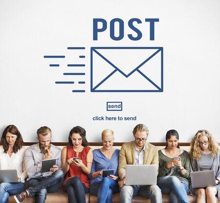 correspondencia: La correspondencia fija el correo Mensajes en línea concepto de la comunicación Foto de archivo