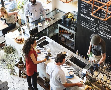 バーのカウンター カフェ レストラン リラクゼーション コンセプトのコーヒー ショップ