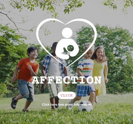 afecto: Cuidado afecto concepto de amor de la familia del ni�o