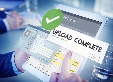 Sube complete la carga de datos Envíe Concepto de la tecnología