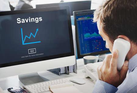 ingresos: Finanzas del concepto del dinero de ahorros Ingresos Presupuesto Activos Foto de archivo