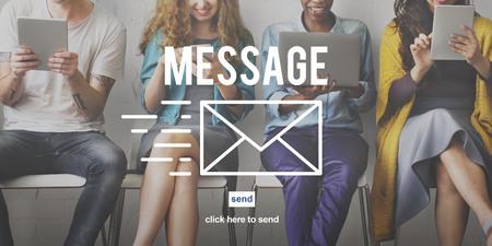 comunicación escrita: Mensaje Comunicación Reporte de Información concepto de conexión Foto de archivo