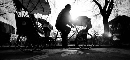 rikscha: Man Reiten eine Rikscha. Lizenzfreie Bilder