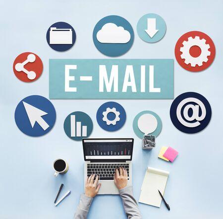 correspondencia: E-mail concepto correspondencia digital Comunicaci�n Online Foto de archivo