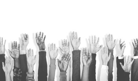 Gruppe von Multiethnic Verschiedene Hände heben Konzept