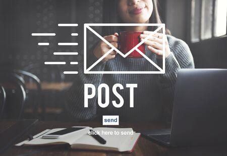 correspondencia: La correspondencia fija el correo Mensajes en l�nea concepto de la comunicaci�n Foto de archivo