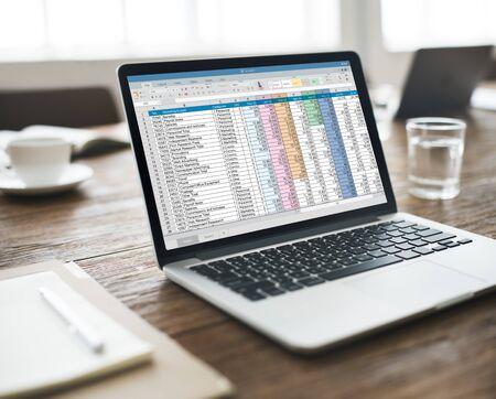 Concepto de hoja de cálculo de información del documento financiero de inicio