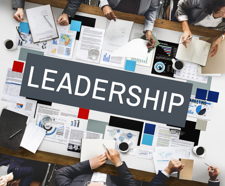autoridad: Leadership Authority Coach Director Management Concept