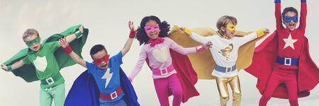 공생 재미 개념을 재생 슈퍼 히어로 아이 친구 스톡 콘텐츠 - 58056111