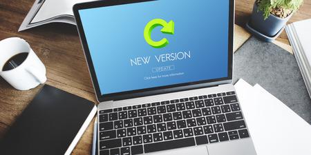 最新のバージョンの新鮮な更新プログラム アプリケーション更新の概念 写真素材
