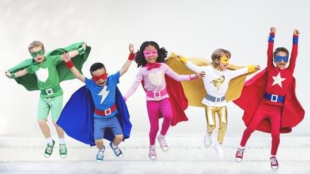 Superheroes crianças Friends Playing União Fun Concept Imagens