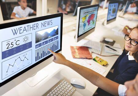 Estado del tiempo Noticias Informe de Pronóstico Climático Concepto Temperatura Meteorología Foto de archivo