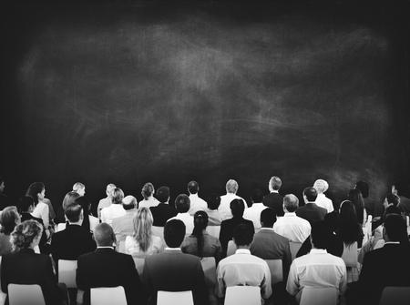 Concept de salle de conférence réunion gens d'affaires