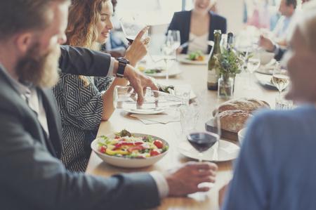 negocios comida: Catering Reunión ocasional Discusión Los colegas Concepto