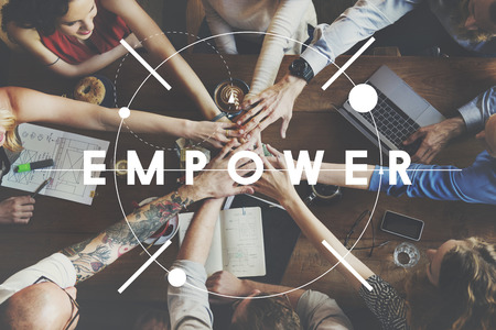 mujeres juntas: Empoderamiento nuevas metas motivación Afirmación Concept Foto de archivo