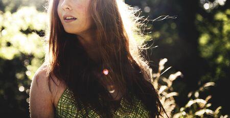 adolescence: Bastante Concepto Retrato al aire libre del parque La adolescencia linda Foto de archivo