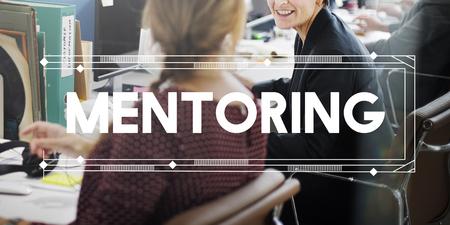 tutor: La tutor�a Entrenamiento tutor Guiding ayudando concepto
