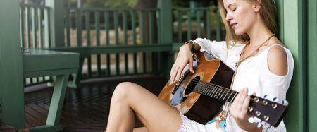 Woman beat guitar: Guitar girl Relaxation Casual Cụ Giải trí Concept Kho ảnh