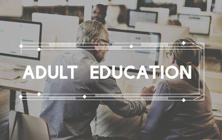 Erwachsenenbildung Schüler Klassenkameraden Entwicklungskonzept
