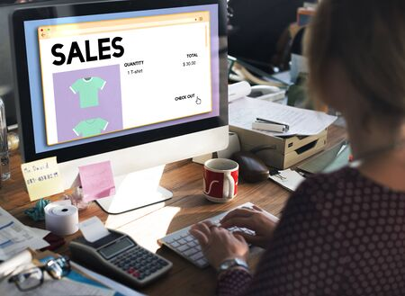 margen: Sales Commerce Income Profit Margin Retail Sell Concept