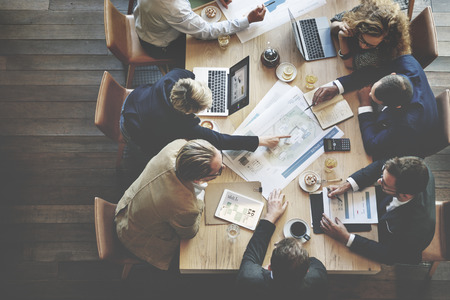reuniones empresariales: La gente de negocios Reunión Conferencia Discusión concepto corporativo