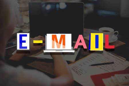 correspondence: Concepto de correo electr�nico correspondencia Comunicaci�n Online