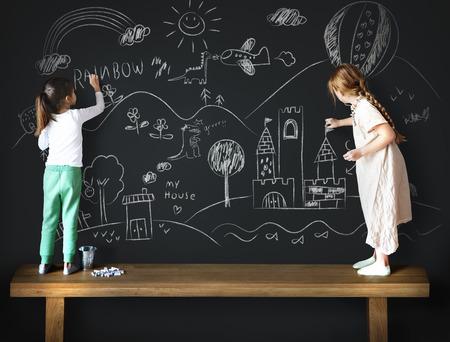 friendliness: Dibujo Pizarra imaginación creativa Idea del concepto
