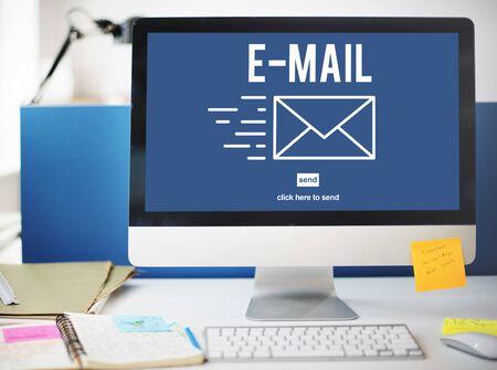 correspondence: Correspondencia por correo electrónico envelpoe Mensaje Enviar Concept