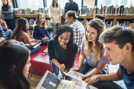 클래스 메이트 교실은 국제 친구의 개념을 공유합니다.