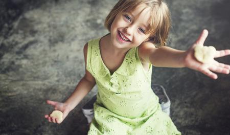 adolescence: Hobby niño Concepto Adolescencia Galletas ocasional de la muchacha